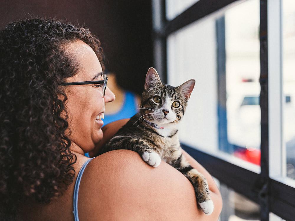 Cat sits on her shoulder